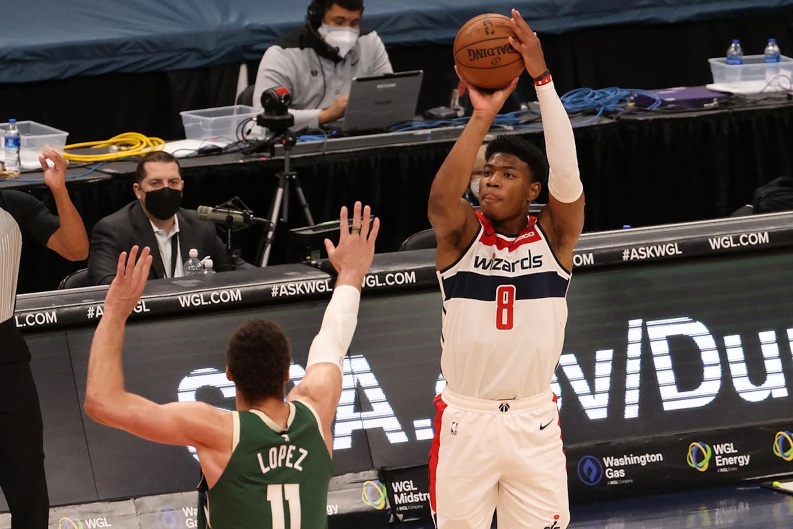 Rui Hachimura shoots the ball during an NBA game