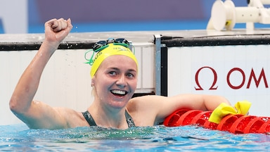 Image for Ariarne Titmus hands Katie Ledecky first Olympic loss in 400