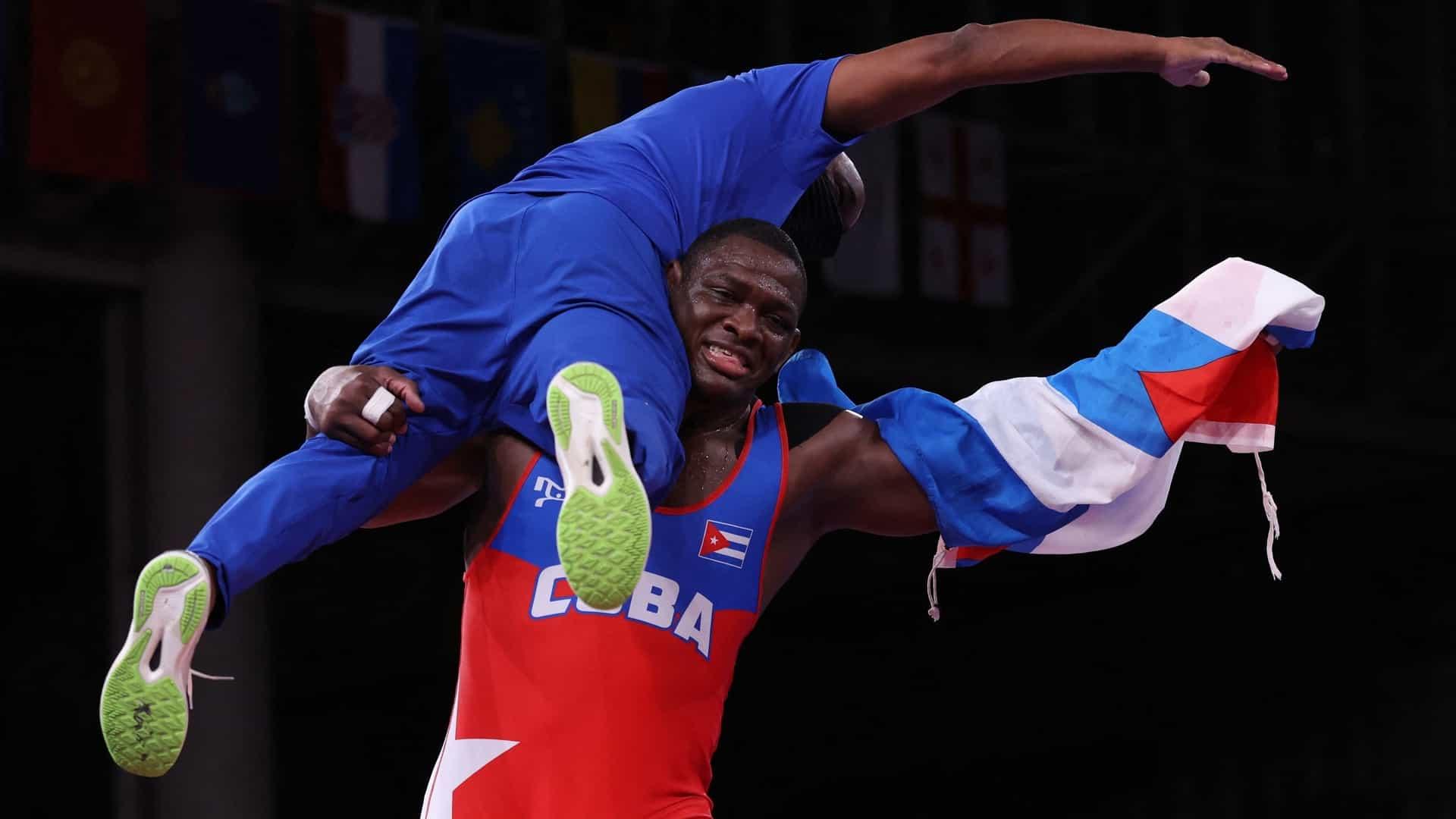 Image for Cuban wrestler Mijain Lopez wins historic fourth wrestling gold