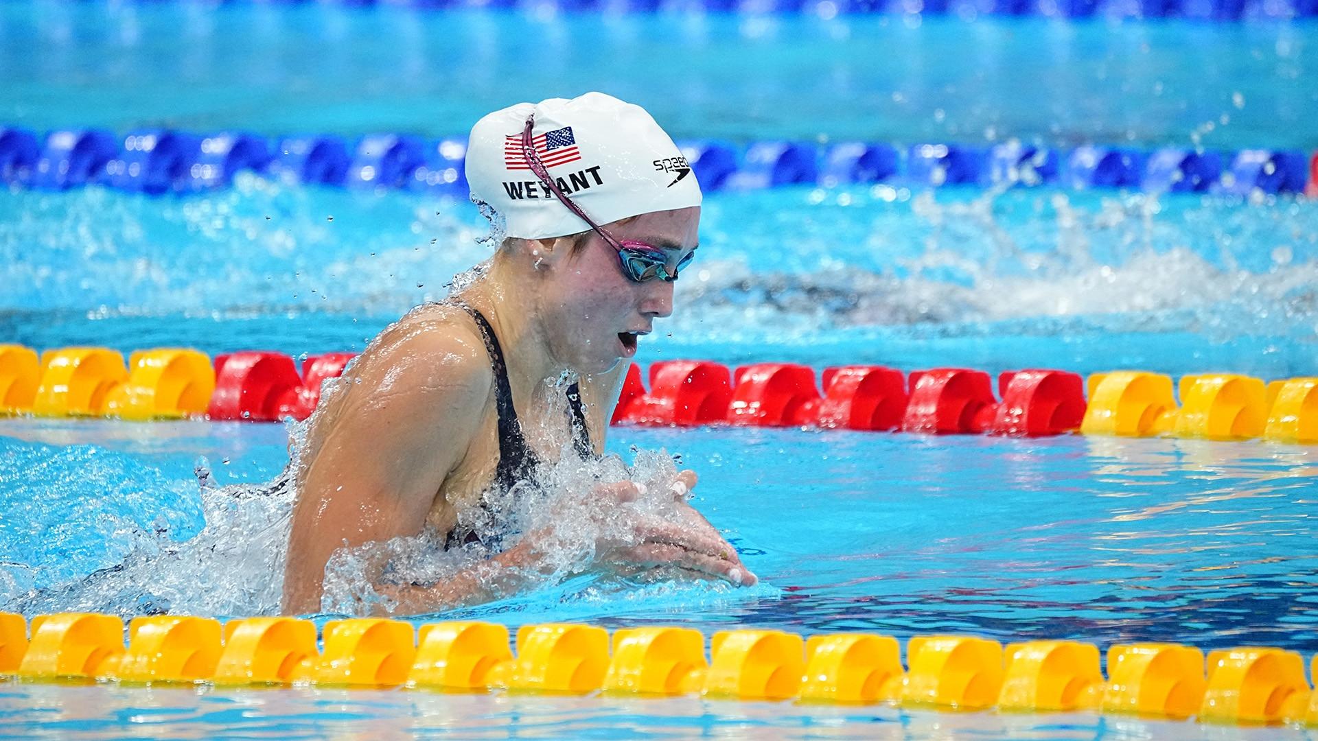 Emma Weyant torches legends Hosszu, Belmonte in 400 IM heat
